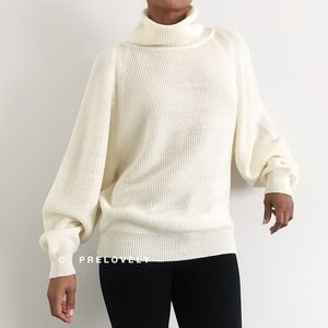 VINTAGE | 80s Cream Knit Turtleneck Sweater